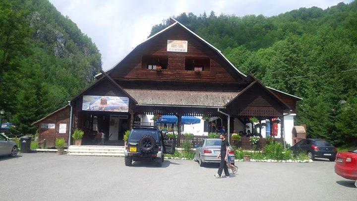 Complex-Turistic-Cheile-Butii-ww